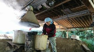 炭焼き師1.JPG